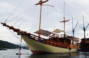 KM Cajoma III Phinisi Boat