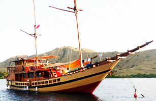 KLM Floresta Phinisi Boat