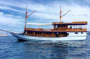 KLM Sip Boat Komodo