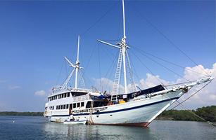 KM Bidadari Komodo Cruise