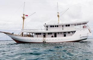 KM Flores Utama Boat
