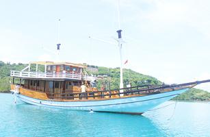 MV Komodo Sea Villa Boat