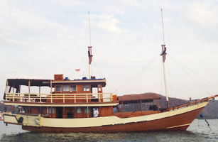 MV Pasolle Boat Charter