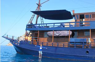 MV Perjuangan Boat Charter