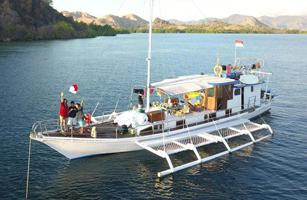 KM Paus Komodo Boat