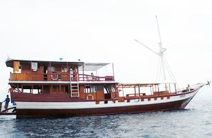Queenesia Phinisi Boat