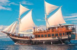 MV Sipuliang Phinisi Boat
