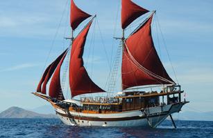 Phinisi Tiare Cruise