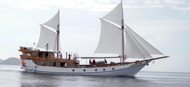 Alfathran Phinisi Komodo Boat