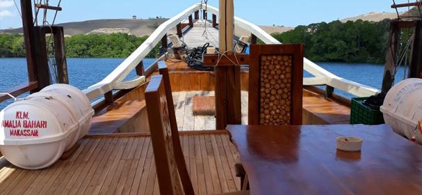 KM Amalia Bahari Boat charter