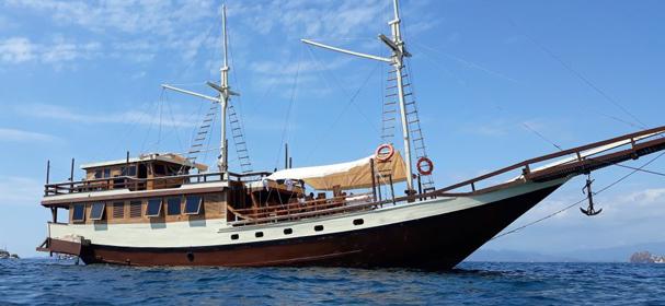 KM Amalia Bahari Komodo Boat