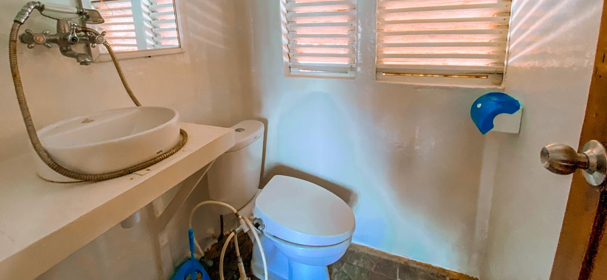 Budi Utama Phinisi Bathroom