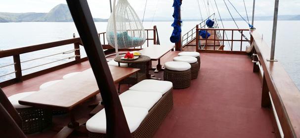 Florence Komodo Boat Sandeck
