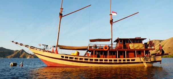 Floresta Cabin Boat