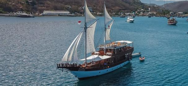 Helena Boat Charter Komodo
