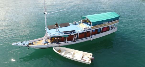 KLM Jelajah Komodo Boat