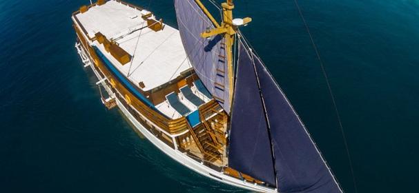 KLM Mari Dive Boat