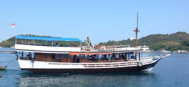 KM Rindu Komodo Boat