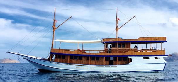 KLM SIP Komodo Boat