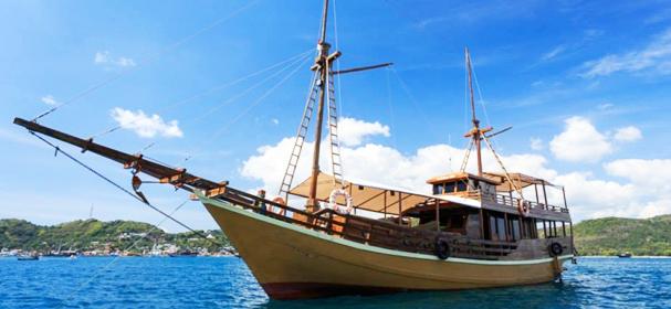 KM Aqua Luna Boat