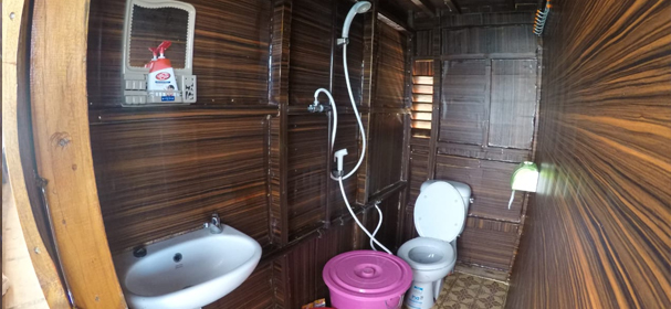 KM Dara Komodo Bathroom