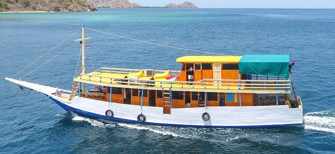 KM Katania Komodo Boat