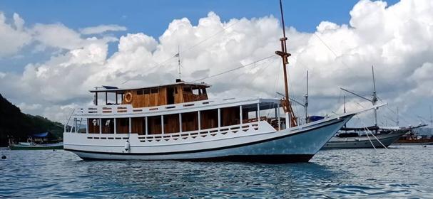 KM Reyhan Komodo Boat