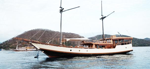 KM Samara II Komodo Phinisi