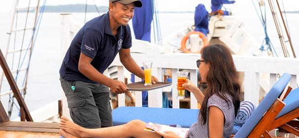 KM Bidadari Komodo Cruise Waiter