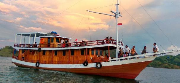 KM Dirga Boat Komodo