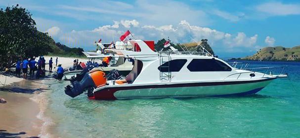 Komodo Surga Bahari Fast Boat
