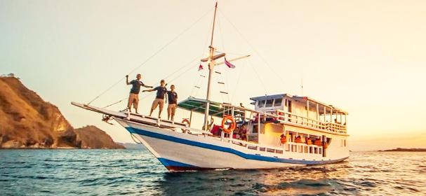 KM Komodo Boat Charter