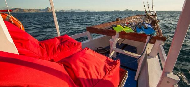 KM Komodo Boat 1 Sandeck