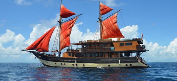 La Galigo Boat