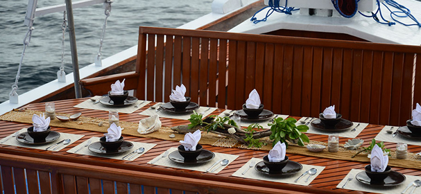 Lady Denok Phinisi Restaurant