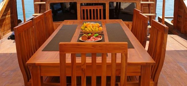 KM Levilia Komodo Restaurant