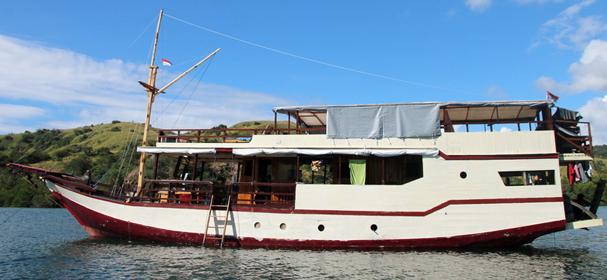 Cahaya Lusia Komodo Boat