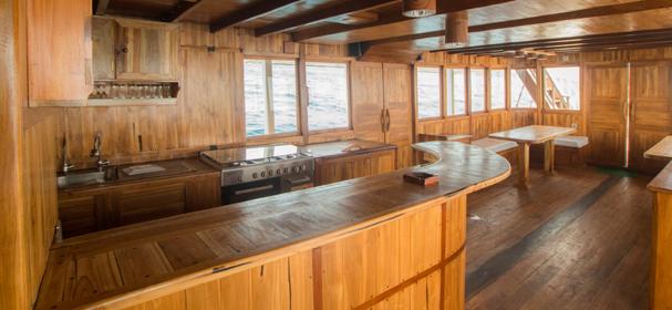 Maki Kitchen Boat