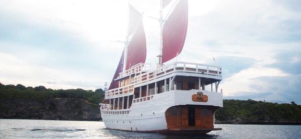 Maki Komodo Boat Cruise