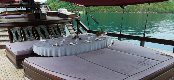 KLM Manta Mae Boat charter