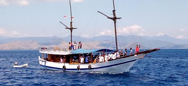 KM Marvelous Boat Charter Komodo