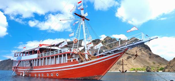 Noah Komodo Boat
