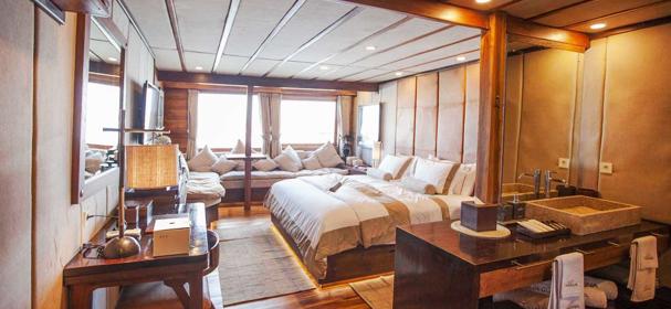 Cabin Of Prana Boat Charter