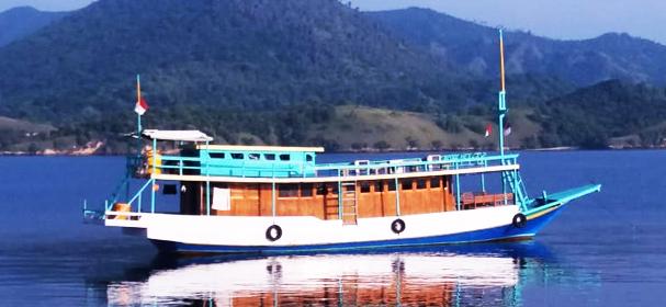 KLM Putri Tunggal Boat Charter
