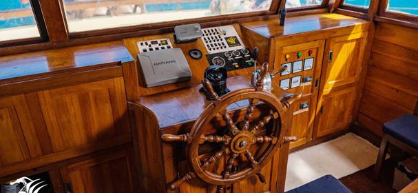 SY Raja Naga Laut Captain Boat