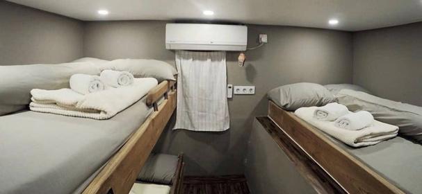 KLM Regina Komodo Cabin