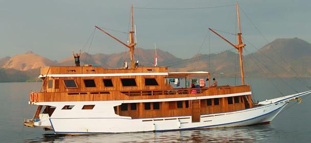 KLM SIP Komodo Boat Charter