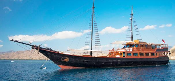 Samata Luxury Boat Charter Komodo Island