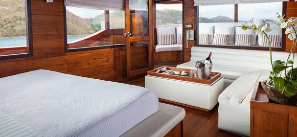 Samata Master Cabin Boat Charter Komodo