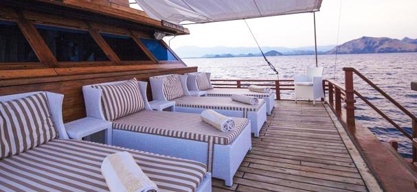 Samata Komodo Boat Sundeck